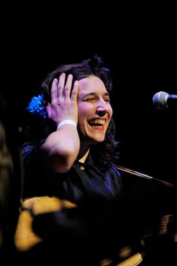 Lorena Álvarez, no canta con cualquiera