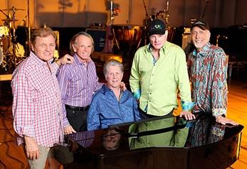 Echan a Brian Wilson de los Beach Boys