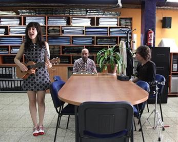 "Luthea Salom presenta su nuevo Ep ""Never Blue"""