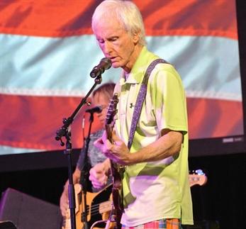 Krieger y Densmore de The Doors se reunirán en homenaje a Ray Manzarek