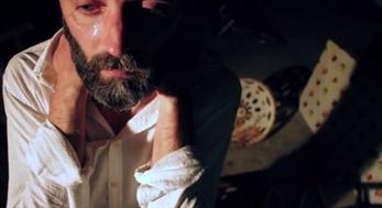Rafa Angulo protagoniza el último clip de Julio de la Rosa