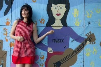 Luthea Salom trae a Valencia su pop naif