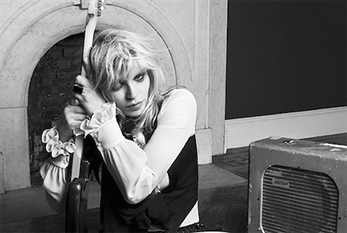 "Courtney Love lanza nuevo single, ""Wedding Day"""