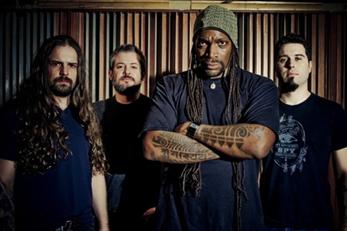 Sepultura publican un directo junto a Les Tambours Du Bronx