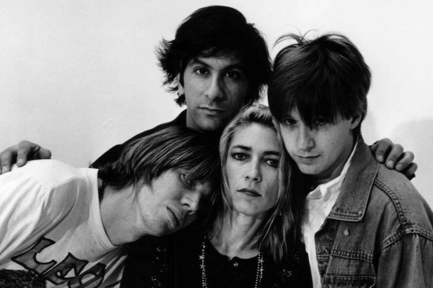 "Sonic Youth relanzan su histórico bootleg ""Hold That Tiger"" en Bandcamp"
