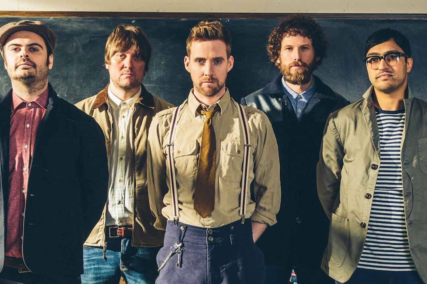 "Kaiser Chiefs presentan nuevo single, ""Parachutes"""