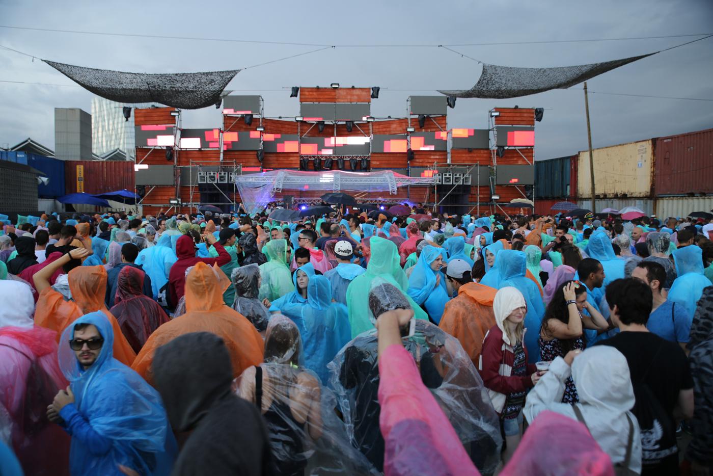 DGTL realiza su debut con lluvia y el mejor espíritu posible