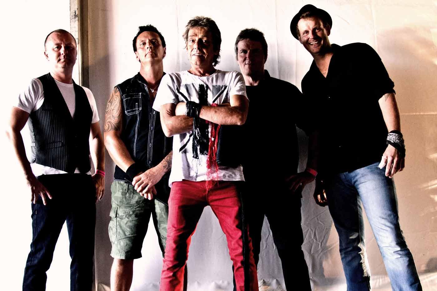 La gira de Eddie & The Hot Rods pasa por Euskadi