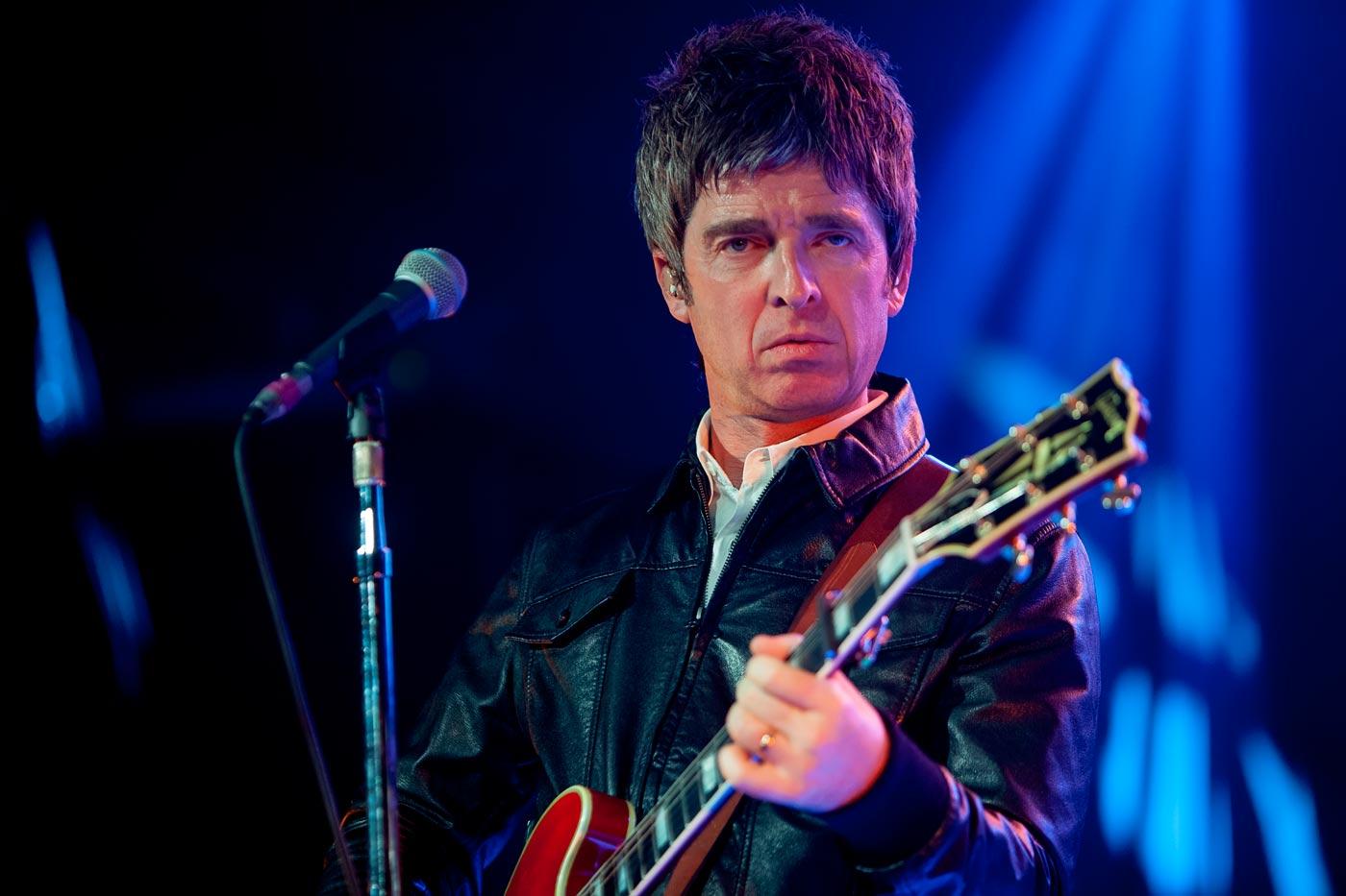 Noel Gallagher cuestiona el uso de las mascarillas