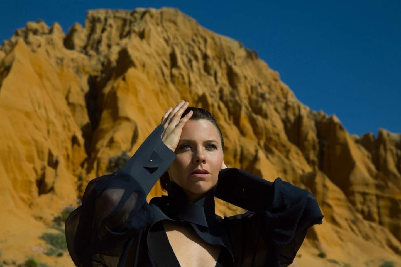 """WIth Love And Blindness"", magia al violín de Sarah Neufeld (Arcade Fire)"