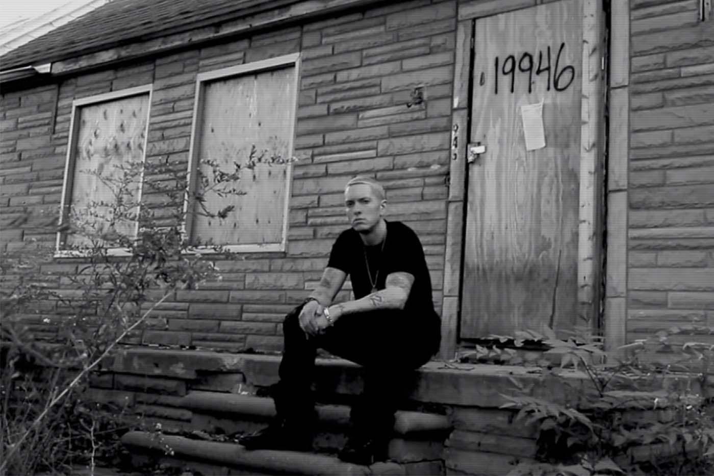 Eminem vende los ladrillos de la casa donde creció