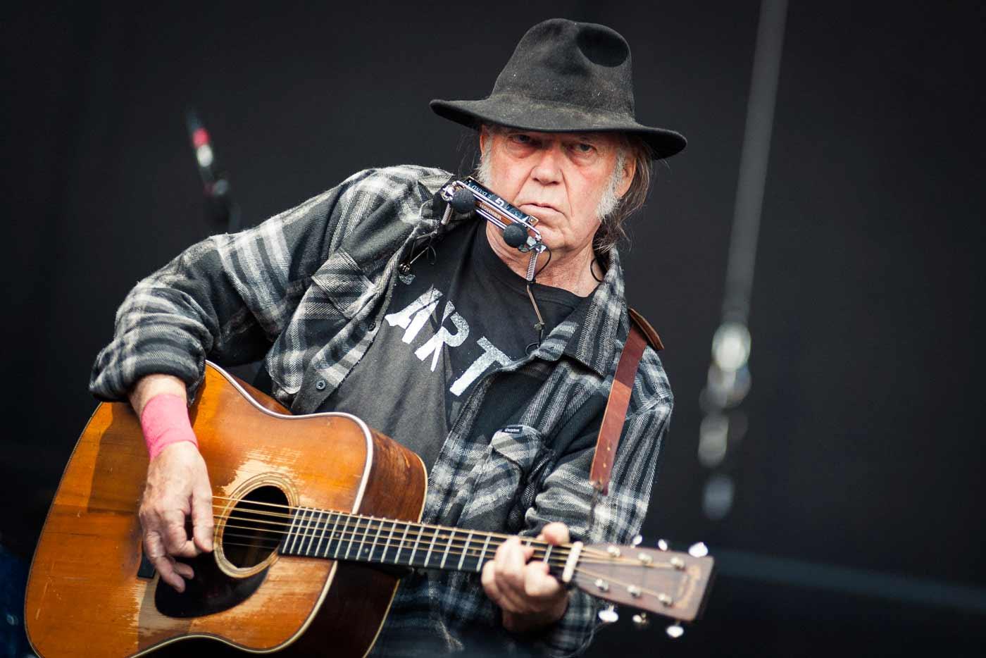 Neil Young anuncia nuevo álbum con Crazy Horse para octubre