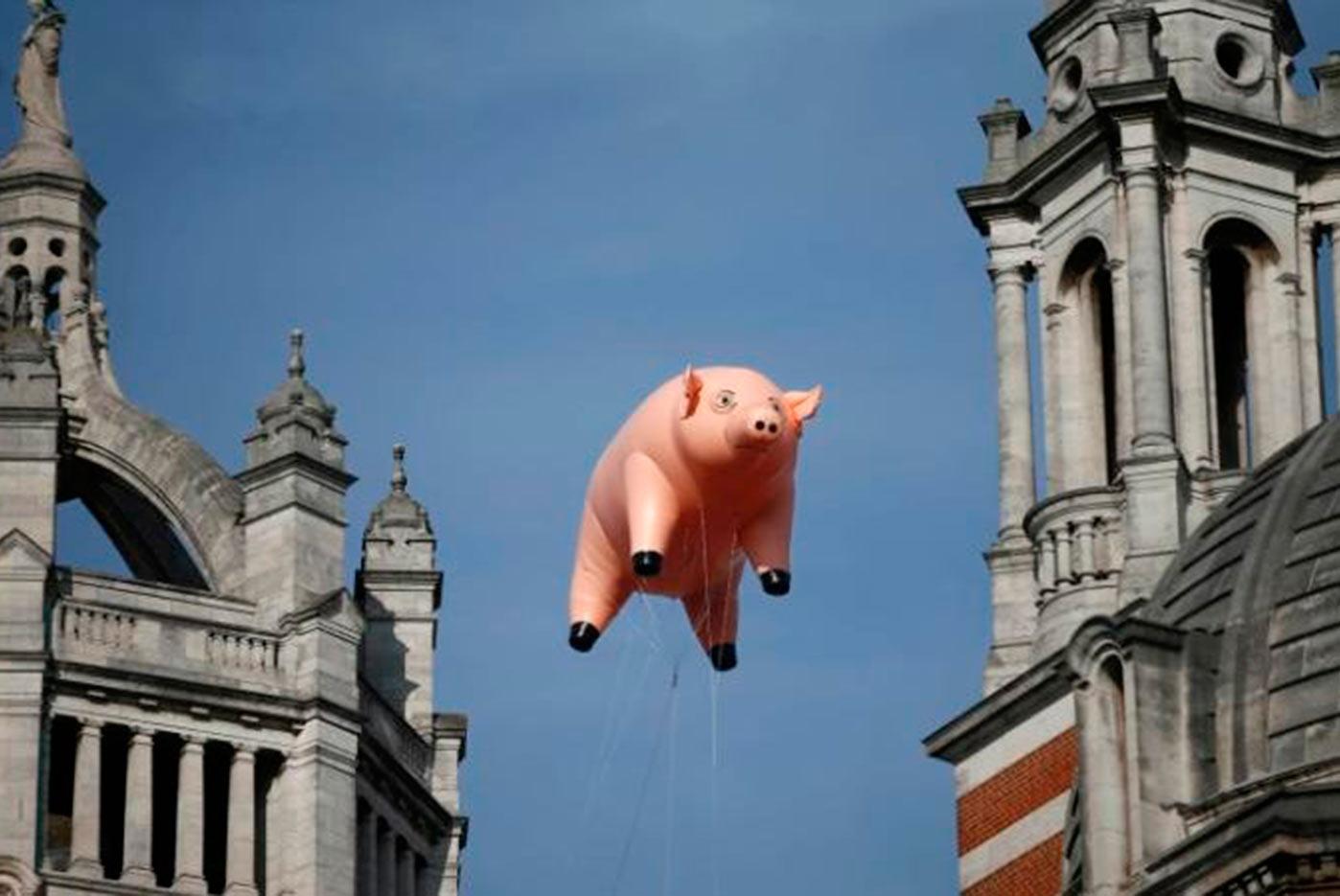 El cerdo hinchable de Pink Floyd sobrevuela Londres