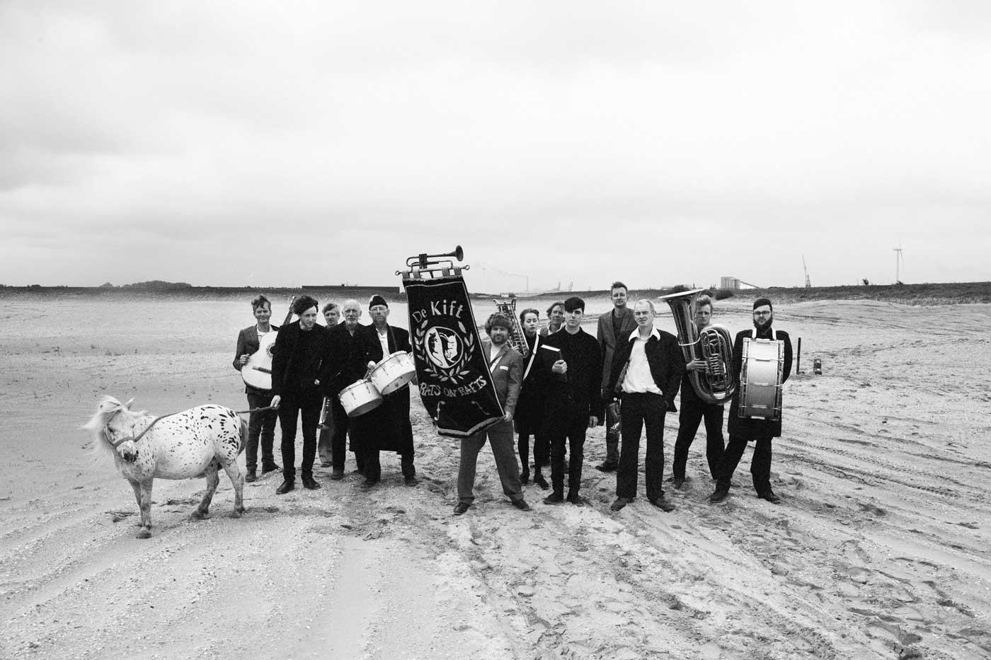 Post-punk y fanfarria, Rats On Rafts y De Kift