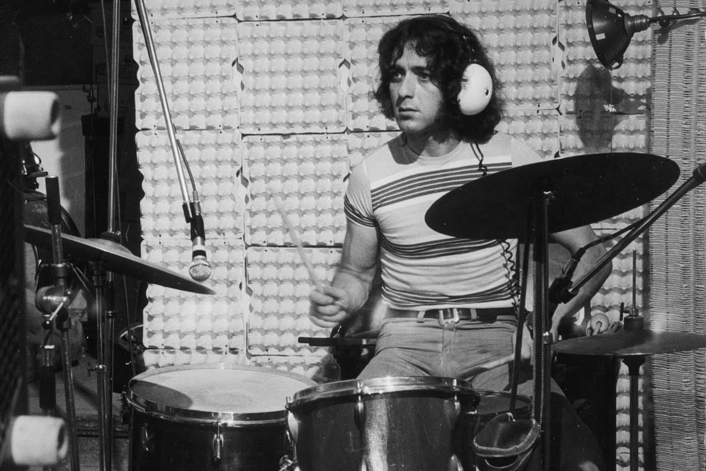 Muere Jaki Liebezeit, batería y miembro fundador de Can