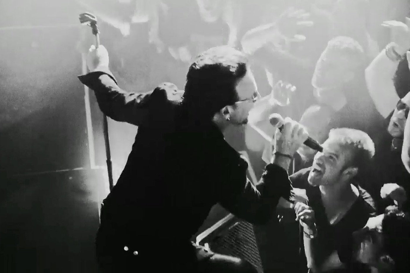 "U2 lanzan ""The Blackout"" en vinilo de 12"" con el sello de Jack White"