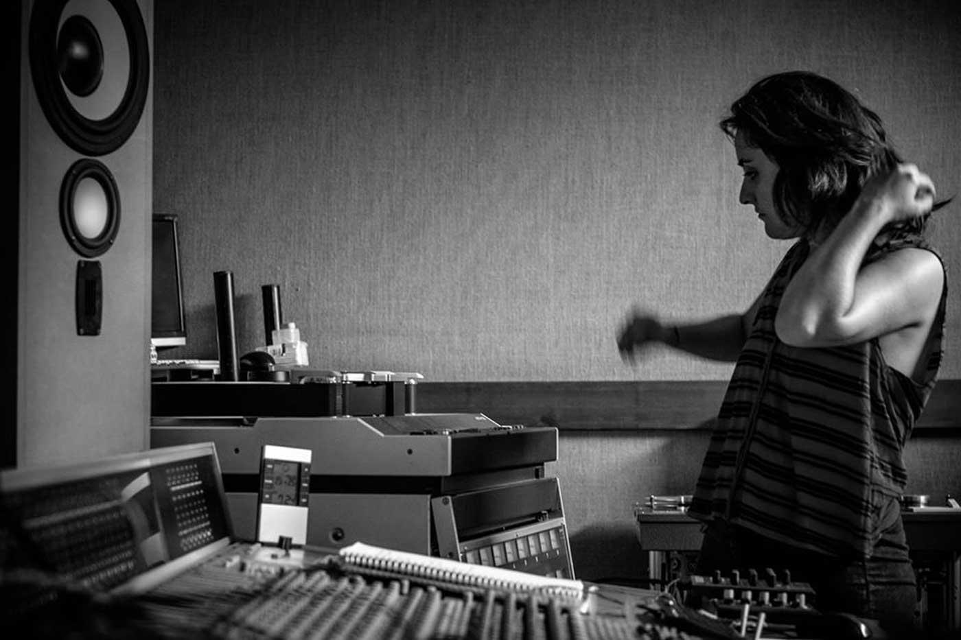 Ya disponible el álbum de MICE, el debut en solitario de Miren Narbaiza