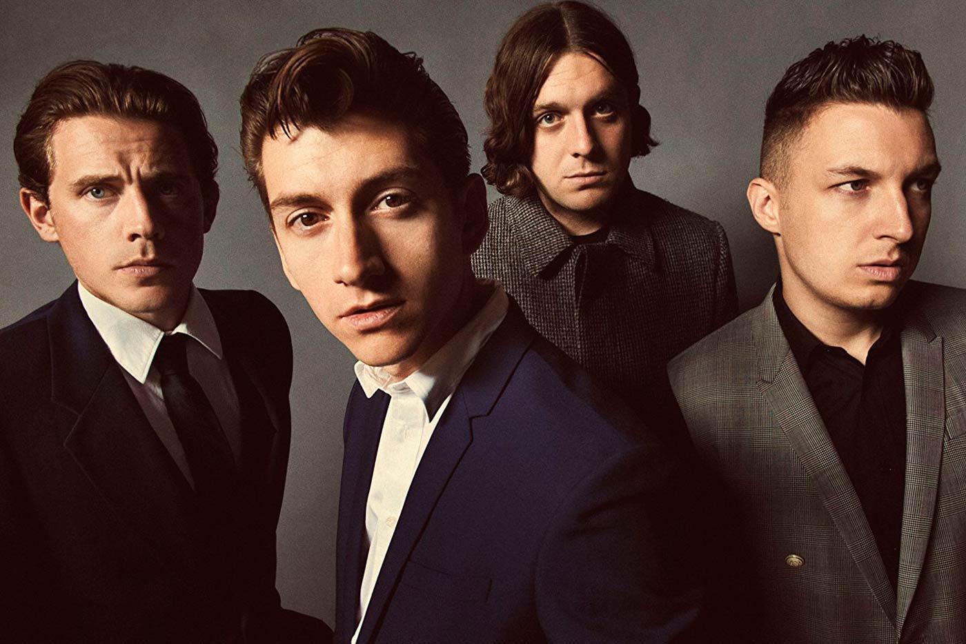 Arctic Monkeys publican disco en directo con fines benéficos