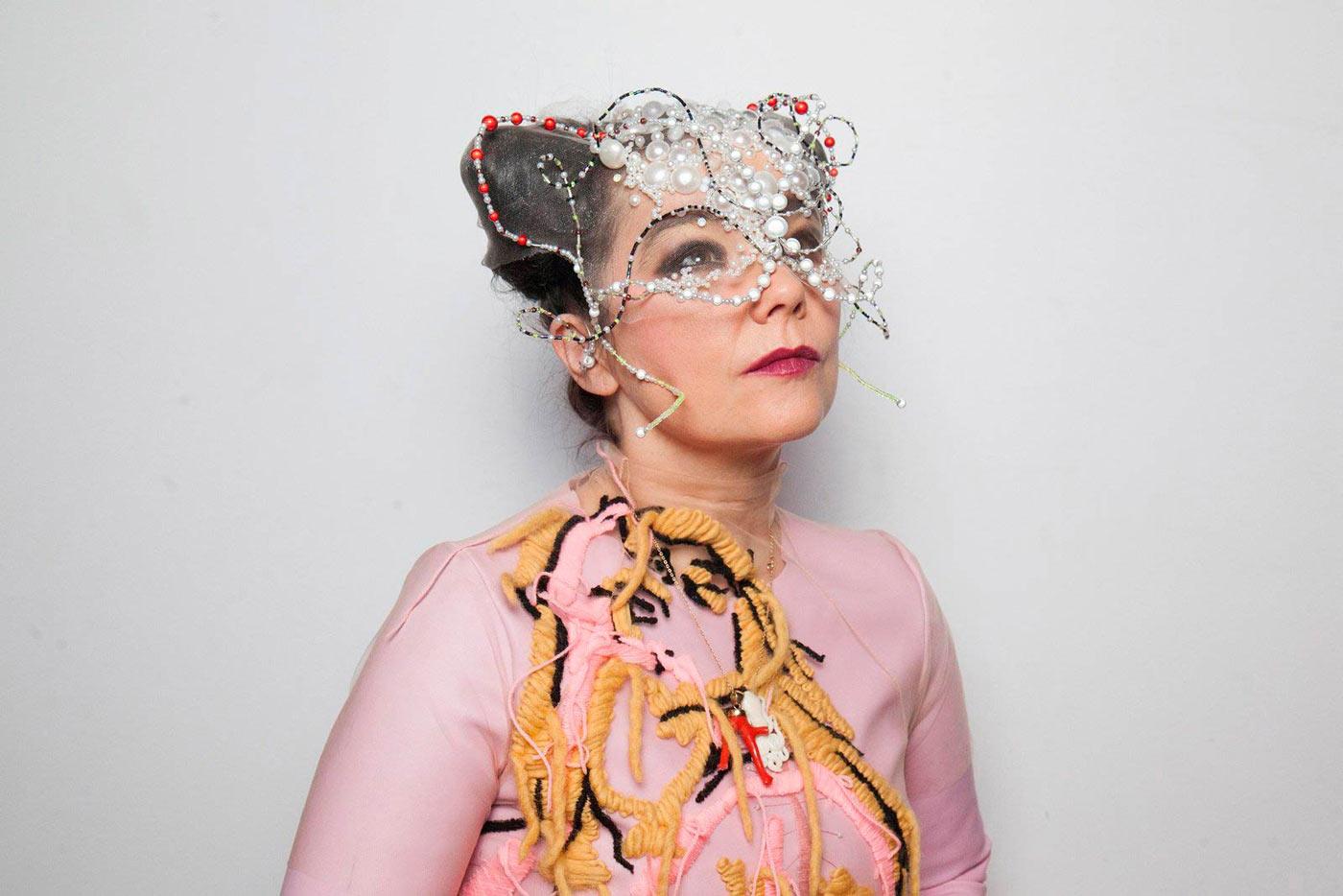 Björk reaparece en televisión después de ocho años