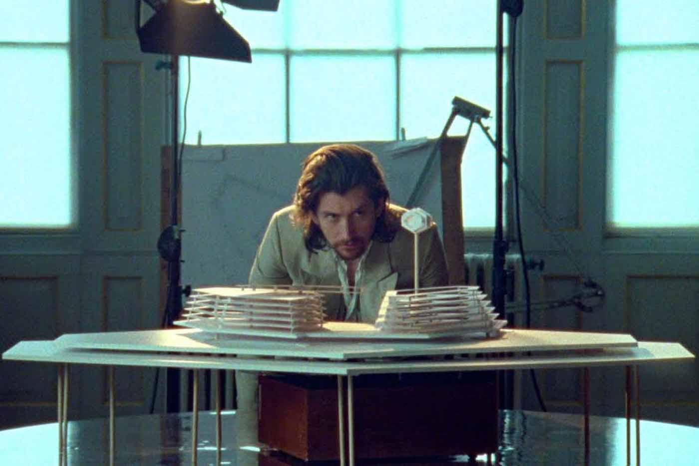 "Arctic Monkeys estrenan vídeo para ""Four Out of Five"""