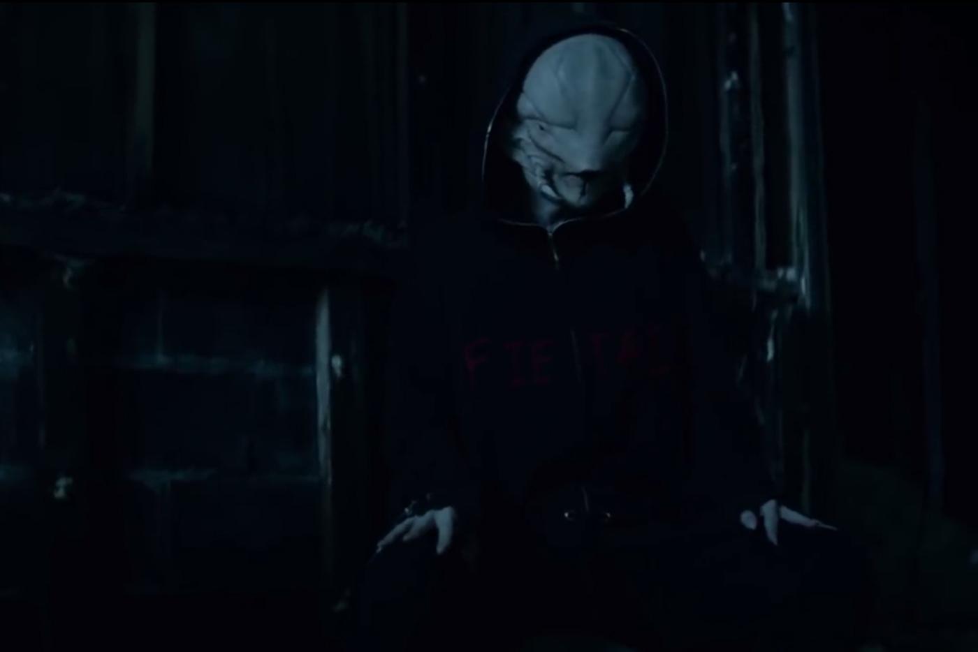 "Die Antwoord firman un videoclip impecable para ""Alien"""