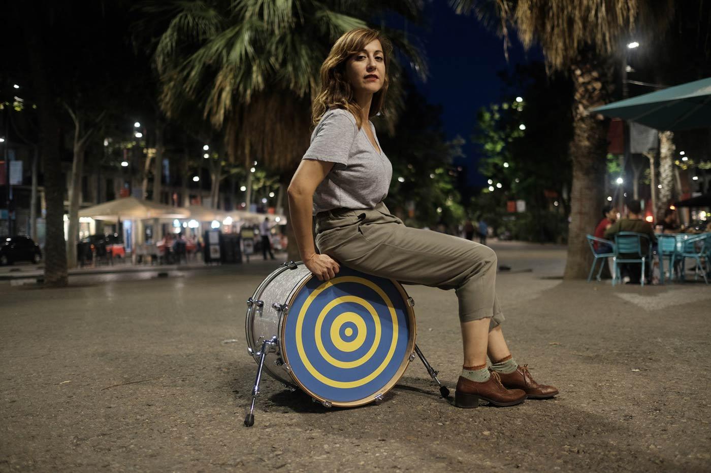 """""""Mi Mala Suerte"""" -como la de muchos hoy- es el nuevo vídeo de Nena Daconte"""