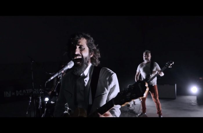 Fotograma del vídeo de In Materia 'Nunca más de dos'