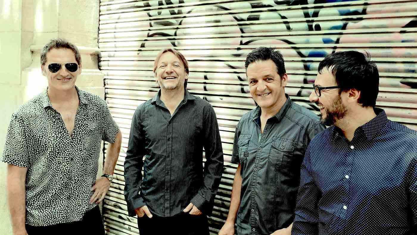 """Los """"Raqueros del jazz"""" llenan de música la calle del Sol"""