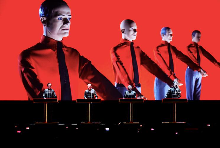 Kraftwerk llevarán su show en 3D al WARM UP Estrella de Levante