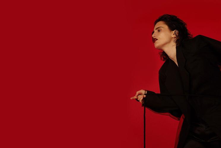 Anna Calvi anuncia nuevo álbum colaborativo y estrena el primer single