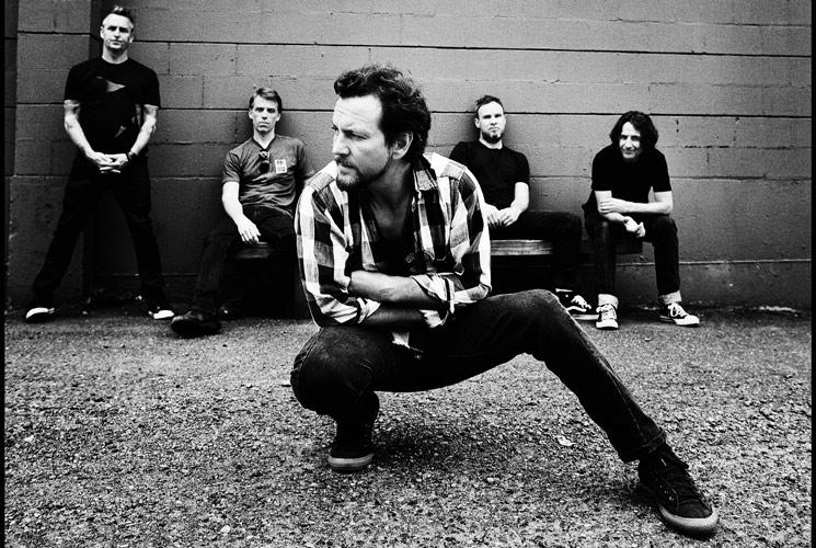 Apunta tu móvil a la luna y escucha lo nuevo de Pearl Jam