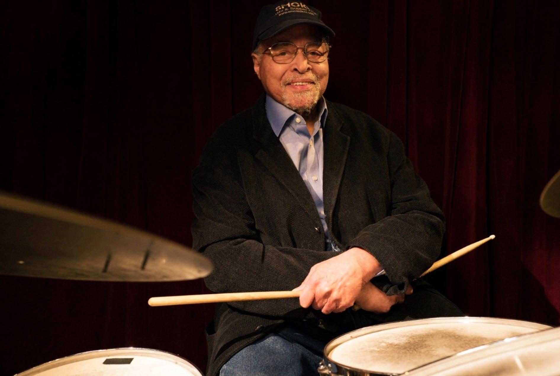 El legendario batería de jazz Jimmy Cobb pide ayuda económica