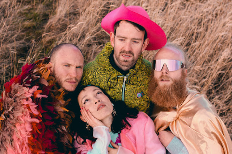 "Little Dragon colaboran con Kali Uchis en ""Are You Feeling Sad?"""