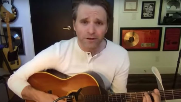 Disfruta de cuarenta minutos de Ben Gibbard cantando The Beatles