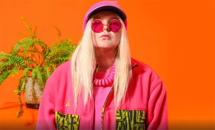 "Tones And I estrena nuevo single ""Ur So Fucking Cool"""