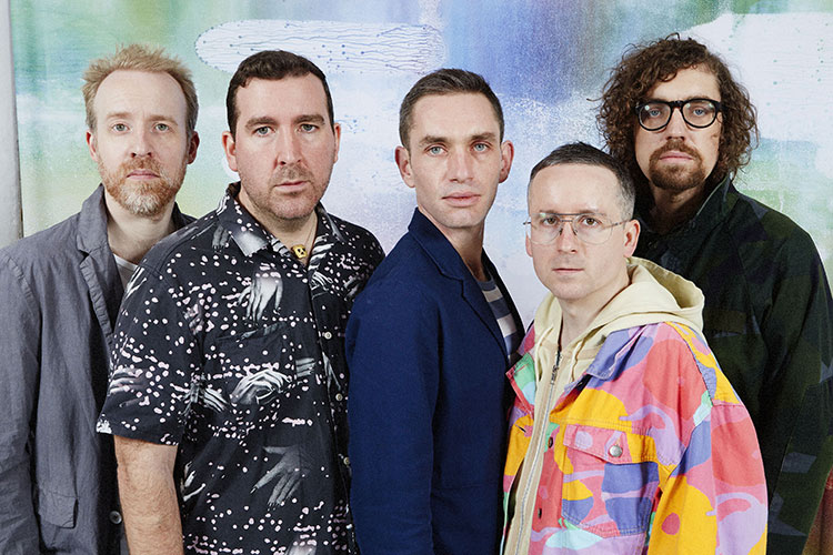 """Hot Chip presentan """"Straight To The Morning"""" junto a Jarvis Cocker"""