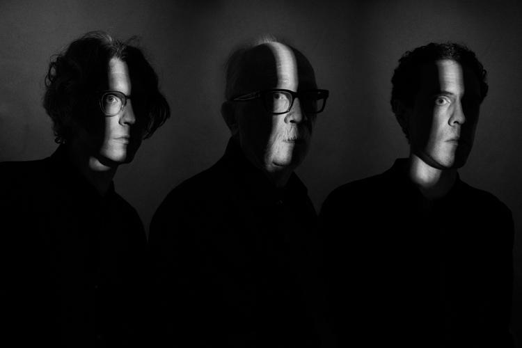 "John Carpenter lanza ""The Dead Walk"", tercer adelanto de su ""Lost Themes III"""