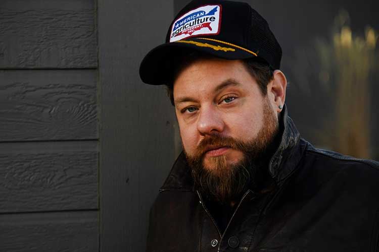 "Nathaniel Rateliff lanza ""Redemption"", BSO de ""Palmer"""