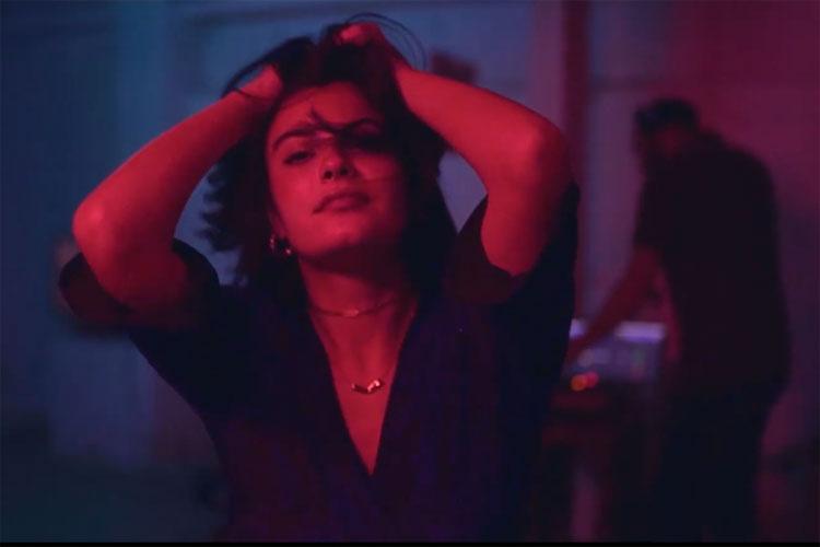 "Axel Vindenes (Kakkmaddafakka) presenta el videoclip de ""Something"""