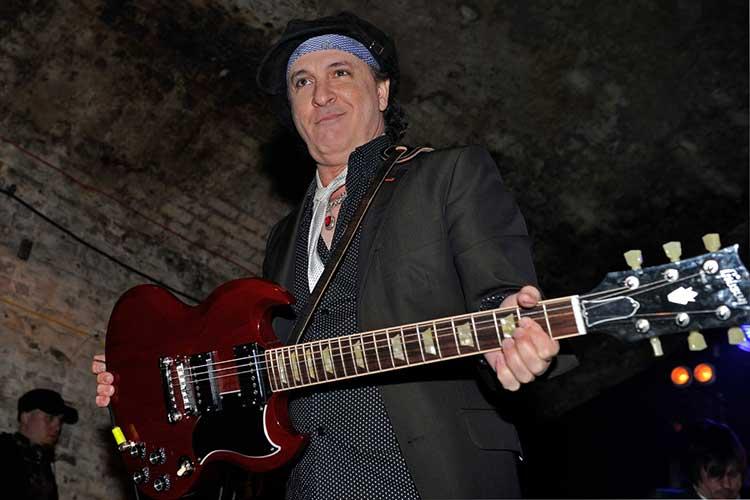 Sylvain Sylvain, guitarrista de New York Dolls, fallece a los 69 años