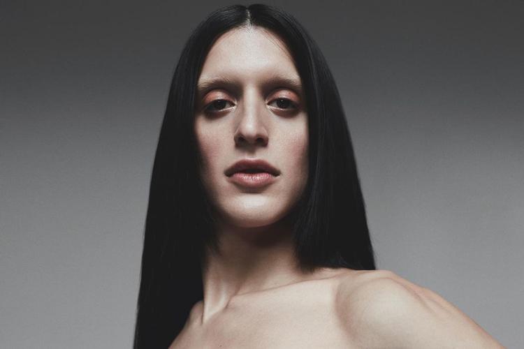 """Arca da la bienvenida al 2021 con el EP de cuatro canciones """"Madre"""""""