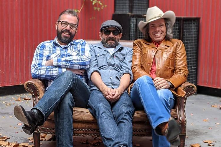 Los Hermanos Cubero lanzan dos adelantos de su álbum doble
