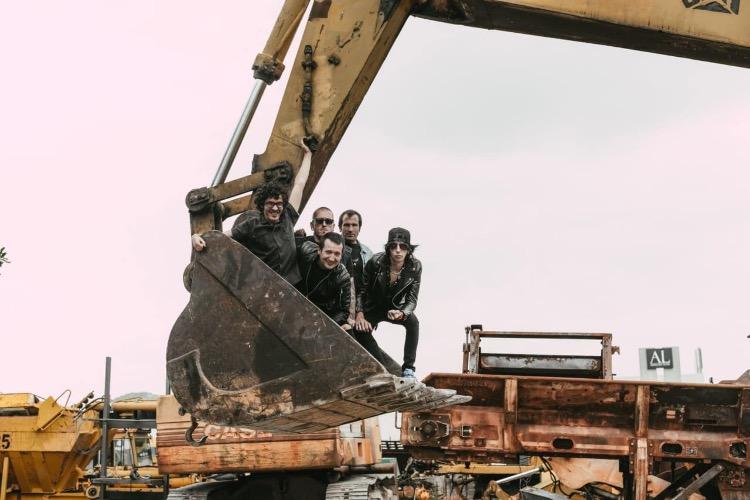 """Estrenamos el videoclip de """"Futuro"""", el segundo avance del debut de La Excavadora"""