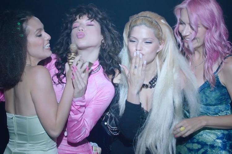 """Nasty Cherry publican """"Her Body"""", un single co-escrito con Charli XCX"""