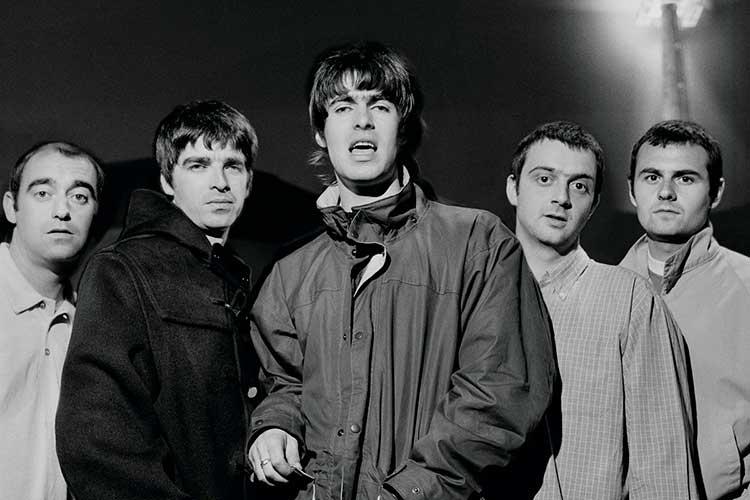 Oasis ayudan a The 100 Club a recaudar fondos con camisetas de edición limitada