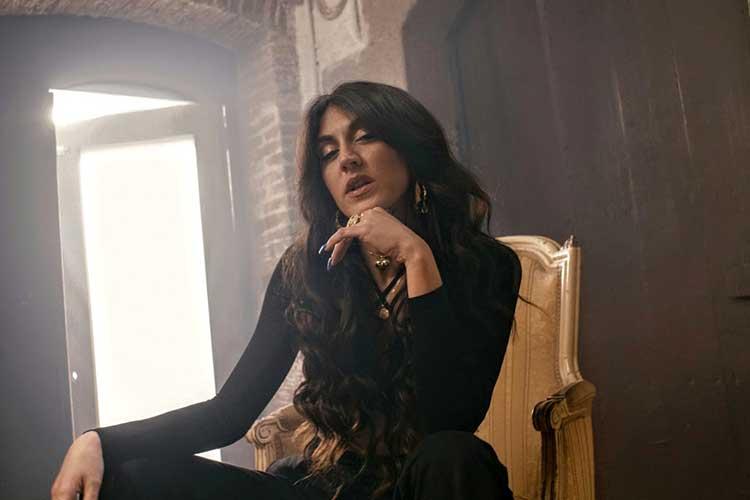 """Estrenamos el videoclip de """"Dame doblones"""" de Queralt Lahoz"""