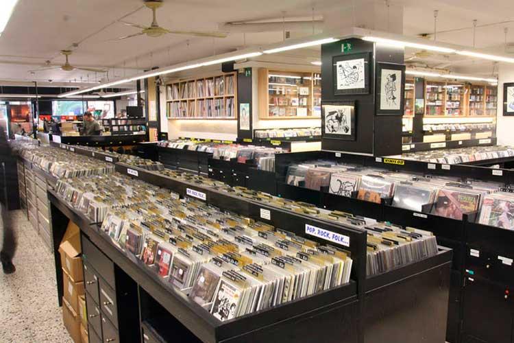 El Govern rectifica sobre las tiendas de discos catalanas