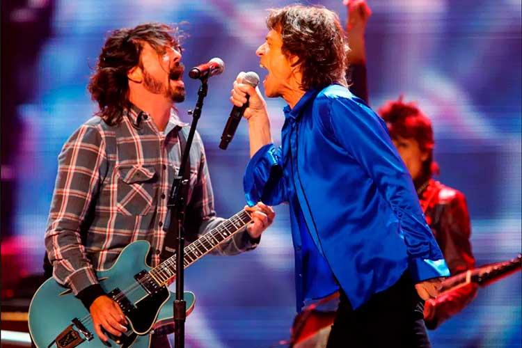 """Mick Jagger y Dave Grohl publican juntos el himno rockero """"Easy Sleazy"""""""
