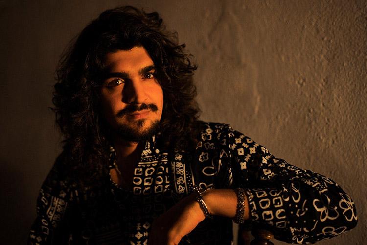 Israel Fernández actuará mañana gratis en Las 3000 viviendas de Sevilla