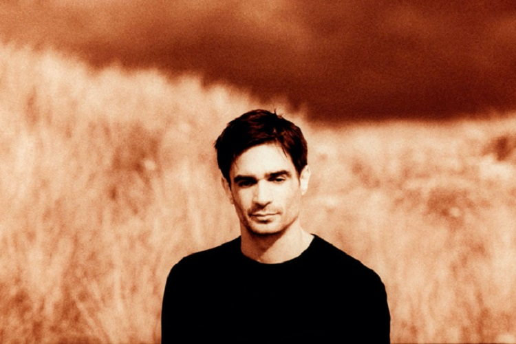 "Jon Hopkins versiona a Roger y Brian Eno al piano en ""Wintergreen"""
